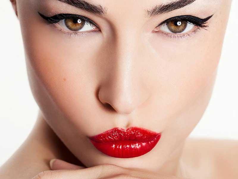 Eyeliner make up nude